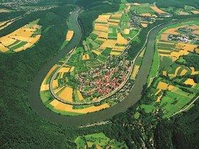 Binau liegt eingebettet in der längsten Neckarschleife