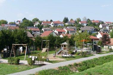 Der Mehrgenerationenplatz in Waldmühlbach - ein Treffpunkt für Jung und Alt!