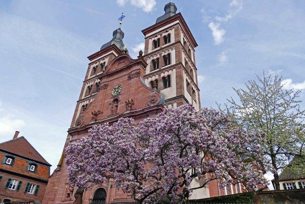 Die Abteikirche Amorbach von außen