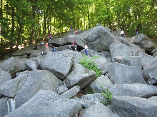 Ein beliebtes Ausflugsziele mit Kindern - das Felsenmeer!