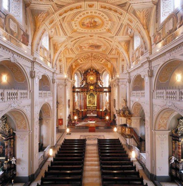 """Die Wallfahrtsbasilika """"Zum Heiligen Blut"""" in Walldürn - eine der schönsten Barockbauten Deutschlands"""