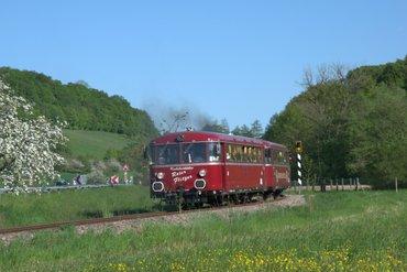 Ausflugsfahrten an Sonn- und Feiertagen von Mai bis Oktober mit der Krebsbachtalbahn von Hüffenhardt nach Neckarbischofsheim-Nord