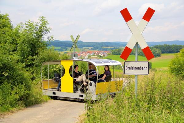 Die weltweit erste Solardraisine fährt auf der Strecke Mörlenbach-Wald-Michelbach