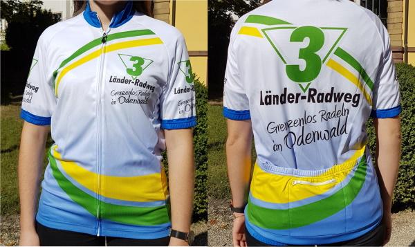 Das 3-Länder-Rad-Event-Trikot gibt es in den Größen S, M, L und XL. Preis: 35,00 € zzgl. Versandkosten